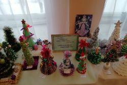 Выставка «Альтернативная новогодняя ель»